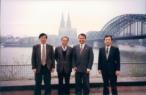 http://www.manufacturingwithheart.com/wp-content/uploads/2016/12/Kato-Hiro-Butch-Unknown-Yoshida-at-Cologne-German-Dental-Show-1992.jpg